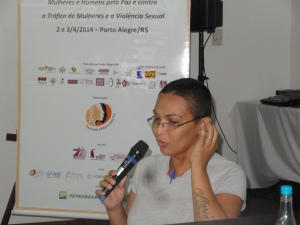 Talita Oliveira, a transsexual who was a victim of international human trafficking when younger, provided the deepening of the theme from her personal example.